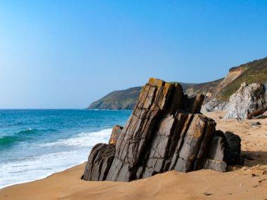 شواطئ بريطانية معزولة
