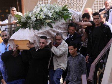 نجوم الفن والمجتمع يشاركون عباس أبو الحسن تشييع جنازة والدته