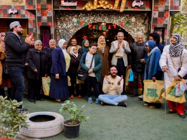 أحمد يونس مع المسنين