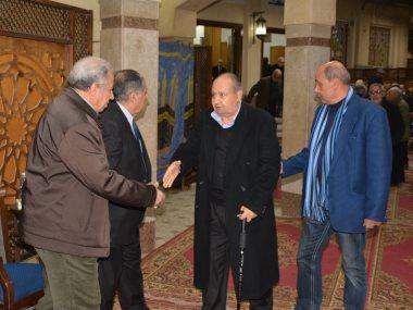 السيناريست وحيد حامد وشقيق الزعيم عادل إمام فى عزاء محسن منصور
