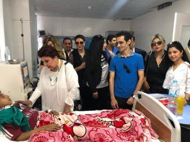 جانب من زيارة الفنانين مستشفى أبو الريش
