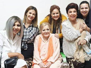 عائلة سمير غانم وبوسى شلبى ورجاء الجداوى مع نادية لطفى