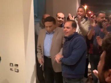 عادل إمام وفريق عمل فلانتينو خلال الاحتفال بعيد ميلاد رامى إمام
