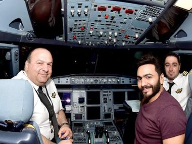 تامر حسنى من داخل الطائرة