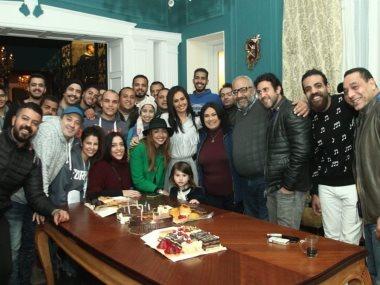 """فريق عمل مسلسل """"دهب عيرة"""" يحتفل بعيد ميلاد حلا شيحة"""