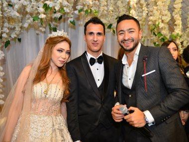 حمادة هلال والعروسين