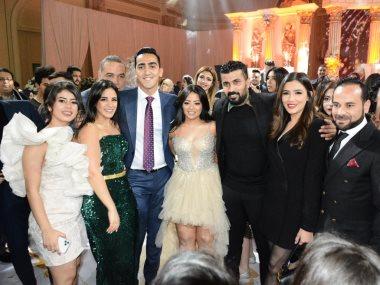 مى عمر ومحمد سامى مع العروسين