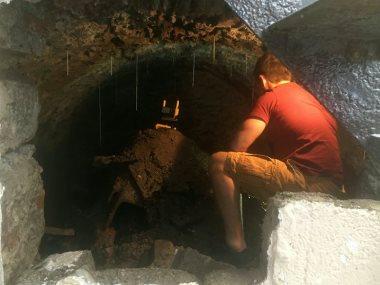 نفق تحت منزل