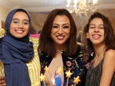 صفاء جلال مع ابنتيها