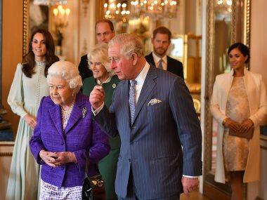 جانب من الاحتفال بالذكرى الخمسين على تنصيب تشارلز أميرا لويلز