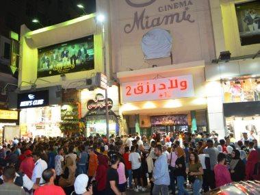 تكدس الجمهور على دور عرض ولاد رزق2