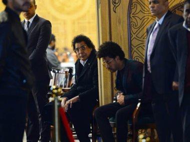محمد منير فى عزاء زوج شقيقته