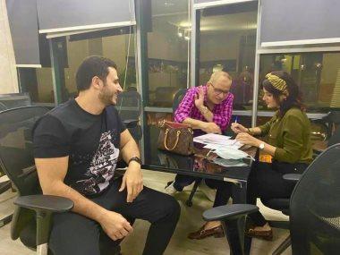 ياسمين رئيس أثناء توقيعها العقد