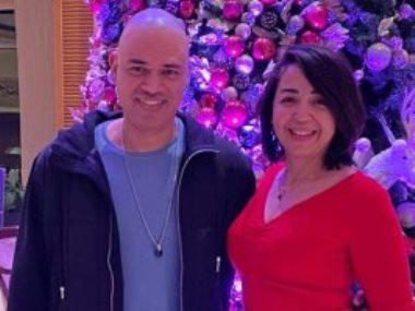 الشاعر الغنائى خالد تاج الدين وزوجته