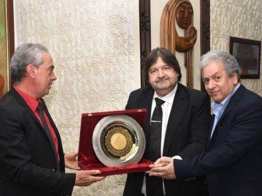 الأمير أباظة يهدى وزير الثقافة السورى ميدالية عروس البحر