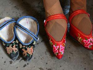 حذاء ضيق