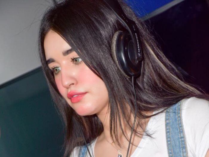لأول مرة ملكة جمال المغرب شيماء العائش تغنى بالعربى فى ألبومها الجديد عين
