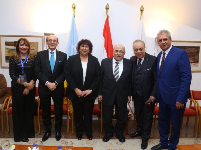 وزيرة الثقافة وأشرف زكى ومحمد صبحى خلال افتتاح الإسكندرية للمسرح العربى
