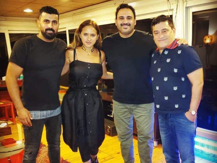 نيللى كريم مع أكرم حسنى ومحمد سامى