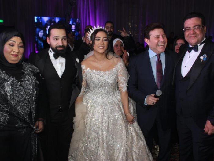 هانى شاكر مع العروسين