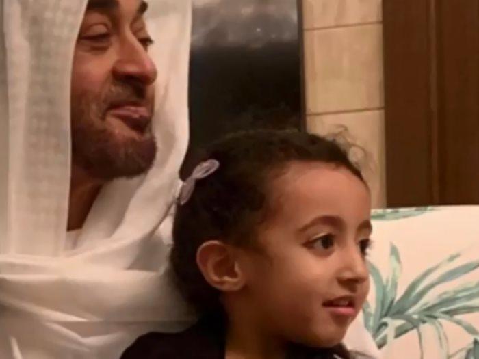 طفلة مع ولى عهد أبو ظبى