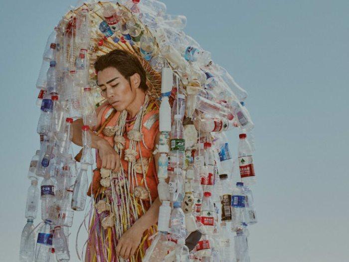 أزياء من القمامة