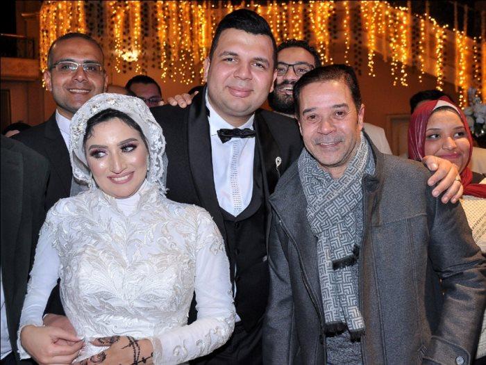 مدحت صالح مع العروسين