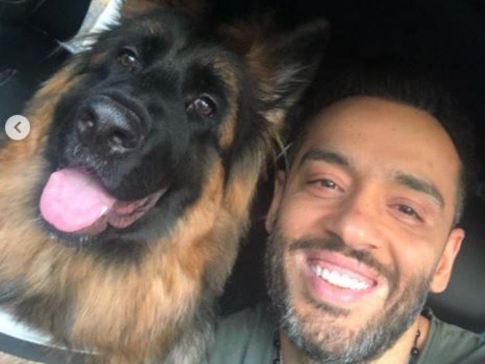 رامى جمال وكلبه