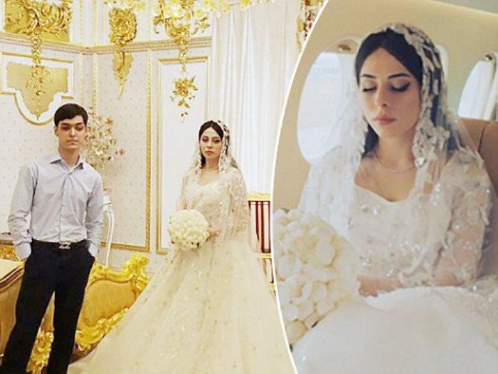 عروسان فى أولى جامعة
