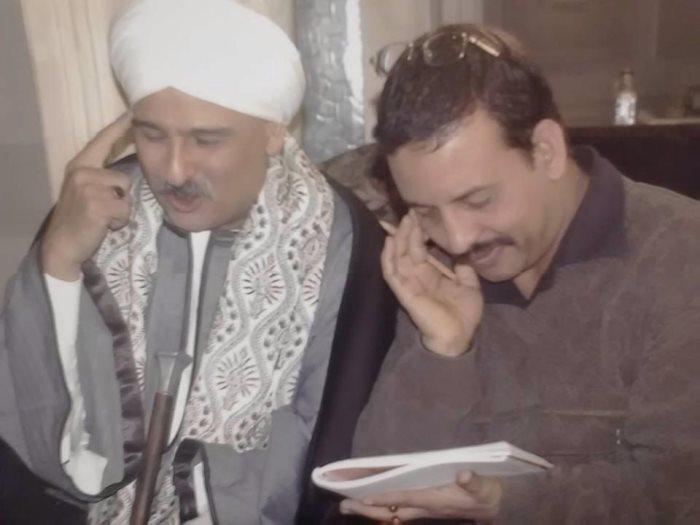 """جمال سليمان مع مصحح اللهجة حسن القناوى فى كواليس مسلسل """"أفراح إبليس"""""""