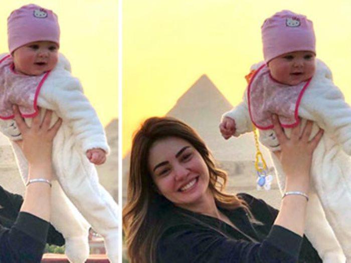 دينا فؤاد تداعب ابنة المخرج مصطفى فكرى