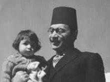 محمد عبد الوهاب مع أحد أبنائه