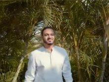صورة من الفيديو للفنان مصطفى حمدي
