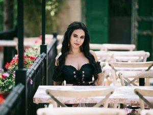 قبل عرض «سوق الجمعة».. كواليس جلسة تصوير نسرين أمين فى لبنان «فيديو»