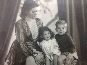 شاهد.. الراحل حسن كامى فى صورة نادرة من طفولته