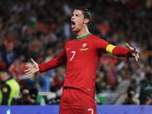رونالدو يختار أفضل مدافع واجهه فى تاريخه