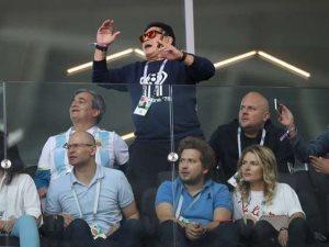 مارادونا يدعم ليونيل ميسى: أضعت 5 ركلات جزاء ولا زلت مارادونا