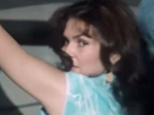 قصة فستان جرح جسد يسرا وأفزع عادل إمام وأوقف التصوير