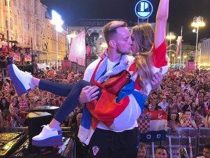 زوجة راكيتيش تزين احتفالات كرواتيا بإنجازها التاريخى فى المونديال