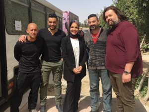 هكذا وصف أبطال مسلسل «فوق السحاب» مخرجه رؤوف عبدالعزيز