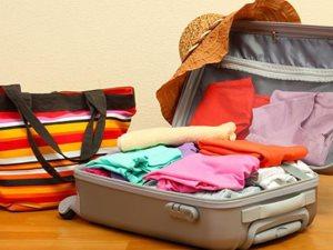 ابدأ من الآن وقبل زحمة اللحمة.. 6 أشياء مهمة فى حقيبة السفر خلال العيد