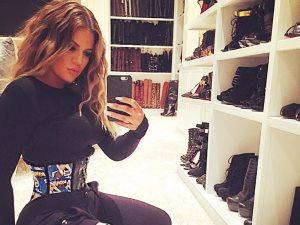 غرف الملابس أحلى مكان لالتقاط «Mirror Selfies Sexy» لنجمات العالم