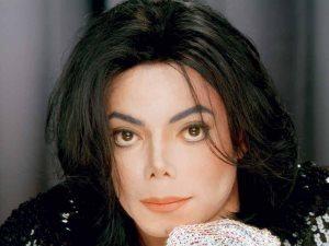 والد مايكل جاكسون فى المستشفى وحالته خطيرة
