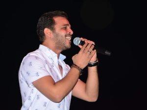 صور.. محمد رشاد يتألق فى حفل عيد الفطر بالنادى الأهلى
