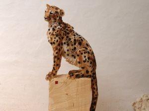 بالمنشار.. فنان ألمانى يصنع صورا ثلاثية الأبعاد على الخشب بتفاصيل دقيقة