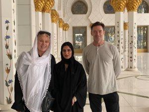 فيديو.. هيو جاكمان يزور مسجد الشيخ زايد بأبوظبى