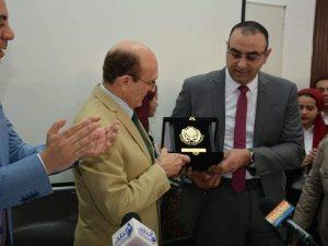 منح محمد صبحى جائزة الوفاء باسم الراحلة زوجته