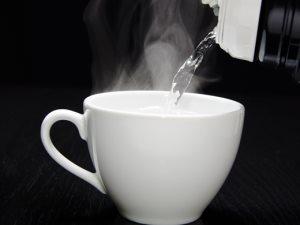 فوائد شرب الماء الدافئ فى الصباح.. إنقاص الوزن ومرونة الجلد