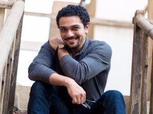 آسر ياسين يستعيد ذكريات طفولته بصورة على إنستجرام