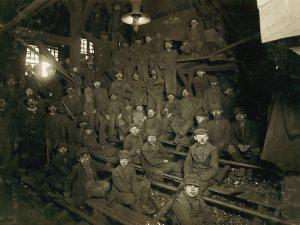 اللقطة بتغير حياة.. 10صور وراء إعلان قانون عمالة الأطفال